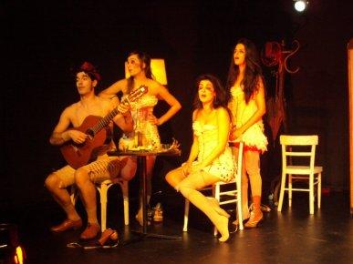 """""""Mi cuerpo es mío"""" dirigido por Andrés del Bosque. Personaje: Afilador y músico narrador"""