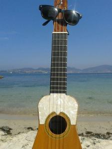 Pancho, mi timple canario, en la playa da Fonte (Vigo)
